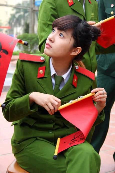 girl-xinh-cong-an