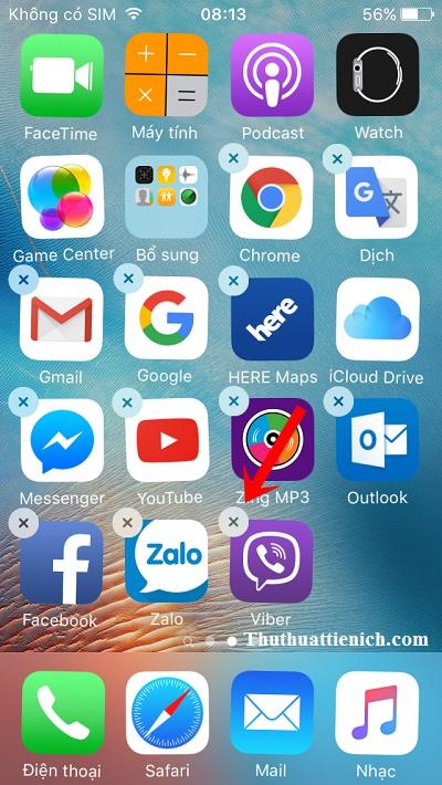 Nhấn và giữ một biểu tượng bất kỳ trên màn hình iPhone/ipad rồi nhấn nút x bên cạnh ứng dụng/game muốn xóa