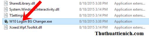 Chạy file W10 Logon BG Changer.exe