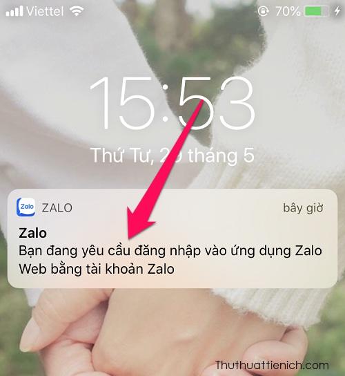 Lúc này ứng dụng Zalo trên điện thoại sẽ thông báo có yêu cầu đăng nhập Zalo trên máy tính. Bạn nhấn vào thông báo này, hoặc mở tin nhắn của Zalo