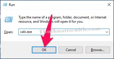 Bạn nhấn tổ hợp phím Windows + R sau đó nhập lệnh calc.exe vào khung Open rồi nhấn nút OK