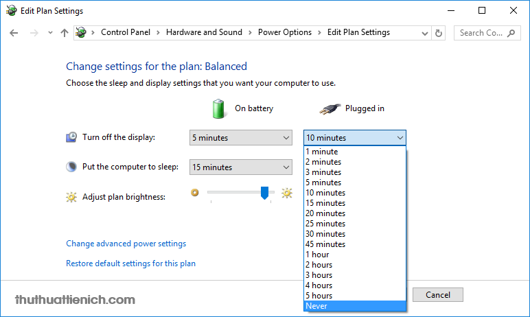 Nhấn vào khung thời gian trong phần Plugged in để chọn thời gian mà laptop sẽ tự động tắt màn hình khi cắm sạc