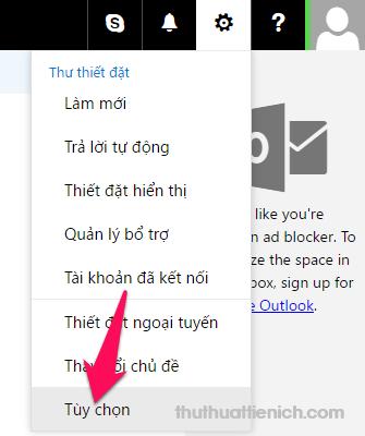 Tại hòm thư Hotmail/Outlook, bạn nhấn nút bánh răng cưa (góc trên cùng bên phải) chọn Tùy chọn