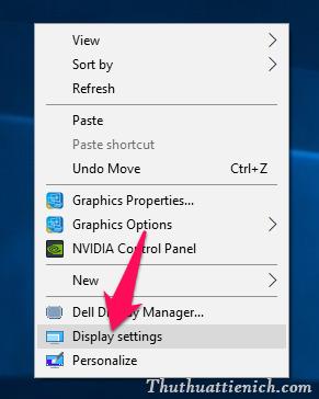 Bạn nhấn chuột phải lên màn hình Desktop chọn Display settings