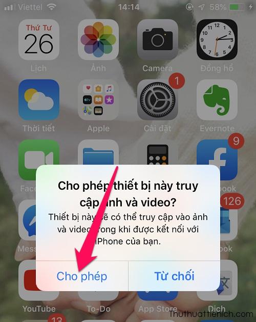 Mở iPhone, nhấn Cho phép để cấp quyền cho máy tính truy cập ảnh và video