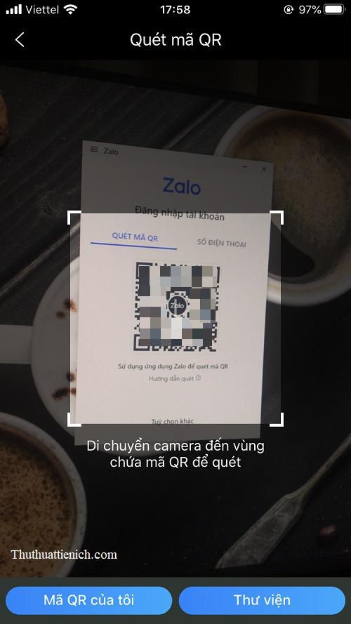 Hướng Camera vào mã QR tại màn hình đăng nhập Zalo Web
